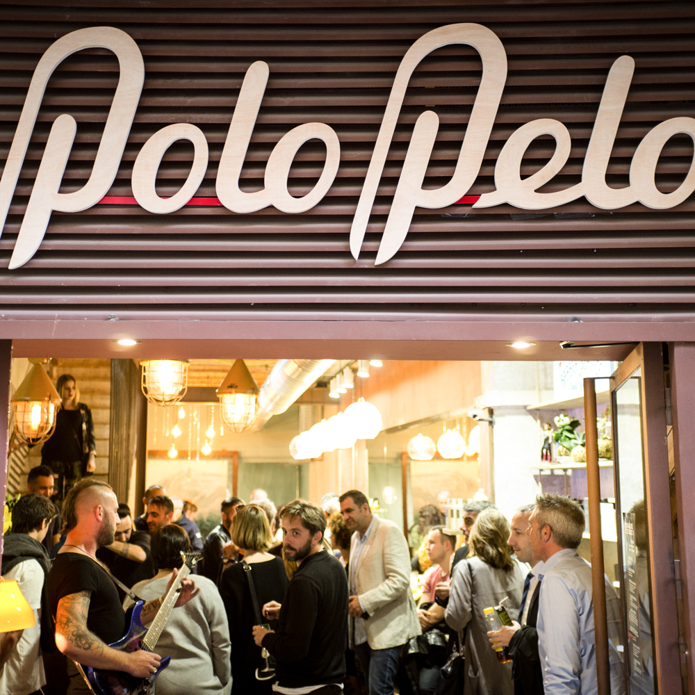 logo design and shop window for Polo Pelo beauty salon in Barcelona