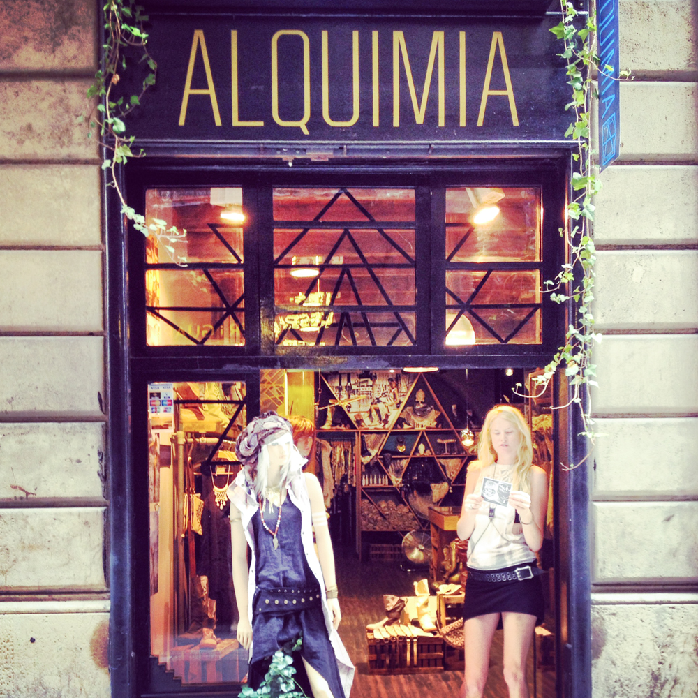logo design, shop window design for Alquimia Shop in Barcelona